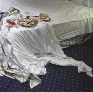 Iraida Lombardía Alonso, Ostras, copas y frambuesas sobre cama de matrimonio, 2010